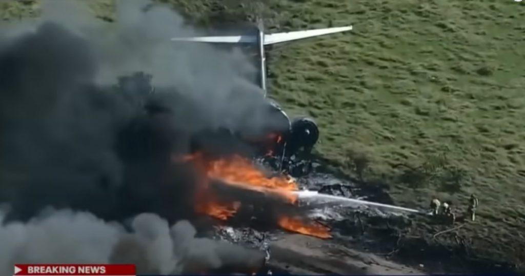 VIDEO Un avion cu 21 de persoane la bord s-a prăbușit în Texas. Pasagerii s-au salvat înainte ca aeronava să ia foc
